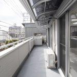 洗濯物の雨除け 室内の日差しを調整する屋根を取付